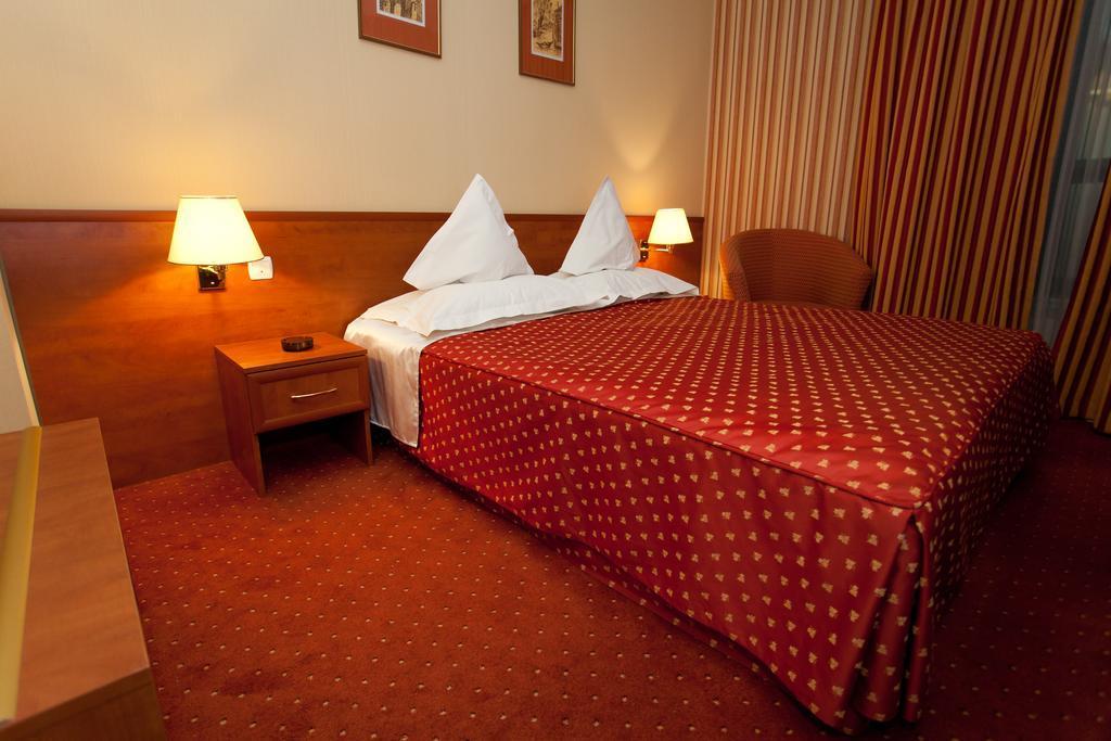 camera cu pat dublu hotel racova vaslui