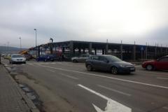 Vedere din strada spre noul strip mall