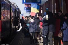 oameni si copii bucurosi ca vad Trenul Unirii
