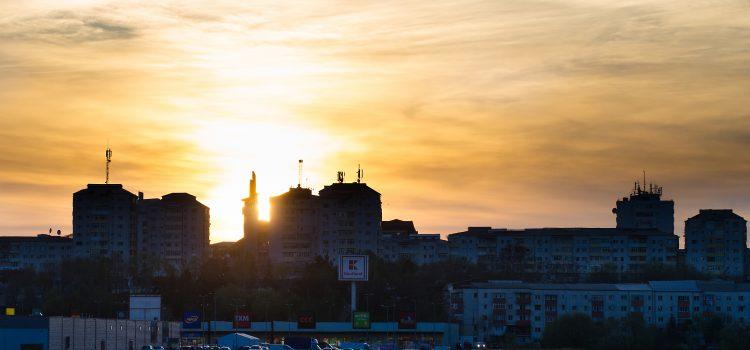 Silueta orasului Vaslui 'centru' la apus de soare