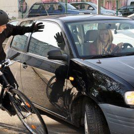 """Astazi un """"bou"""" era sa dea cu masina peste mine!!"""