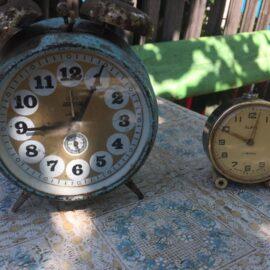 """Ceas de masa mecanic """"Aradora"""" fabricat in anii 80 si restaurat, cat de cat!"""